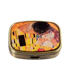 The Kiss Vintage Pill Box